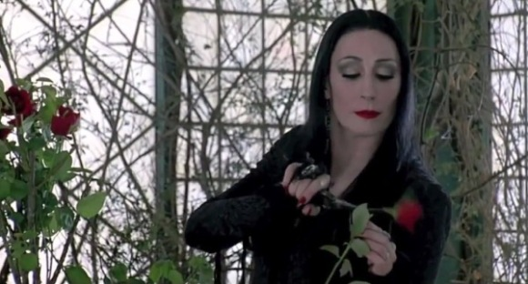 anjelica-huston-as-morticia-addams-in-the